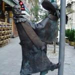Eltűnt Hofi Géza feje a pesti Broadway-ről